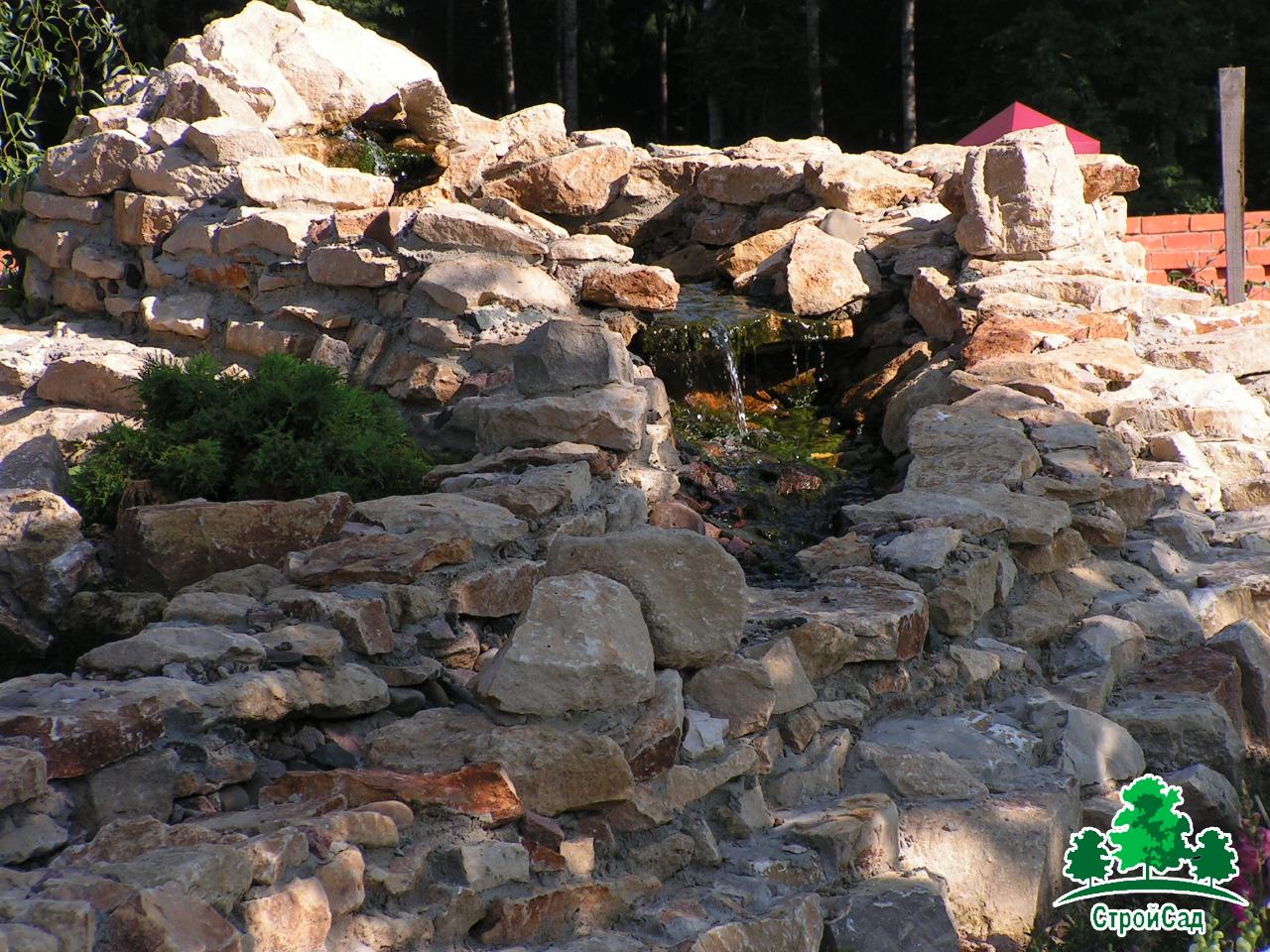 Ручей с альпийской горкой в республике Марий Эл